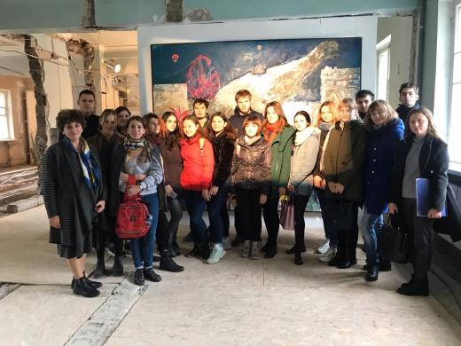 Посещение выставки современного искусства в рамках «Биеннале молодого искусства»